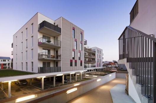 Sustainable housing in nantes atelier tarabusi archdaily - Location atelier nantes ...