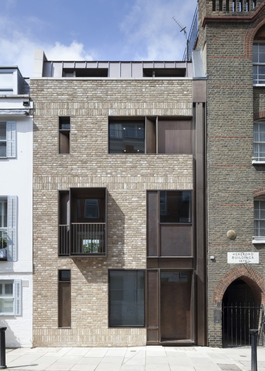 Old church street town house tdo architecture archdaily Metal piers for housing