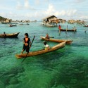 5 Architectural Secrets of the Badjao: 21st Century Sea People Badjao children practicing rowing. Image © Mohd Khairil Majid via Shutterstock